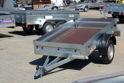 Remorque simple essieu Neptun GN135 avec un DMC de 750 kg avec châssis et bâche